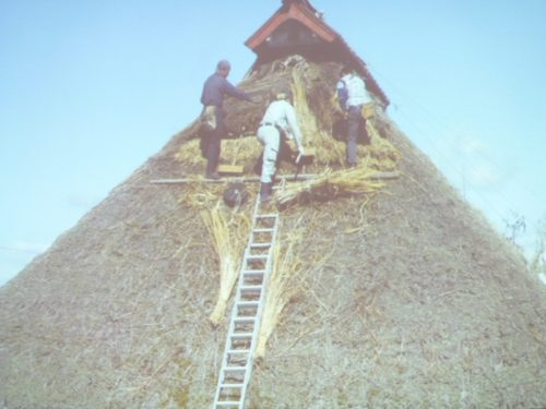 かやぶき屋根の写真